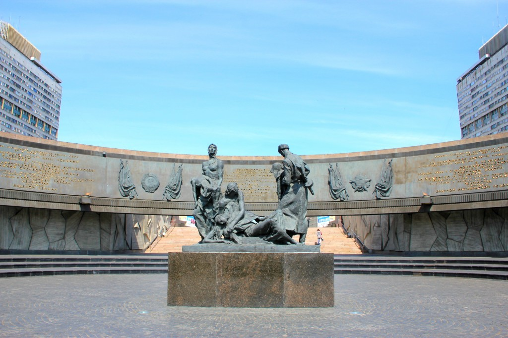 Sculptures of soldiers and sailors who did not surrender to the Nazis