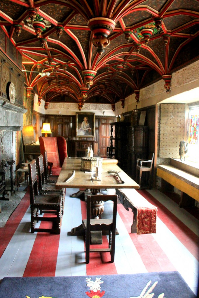 Dining Hall in Bunratty Castle
