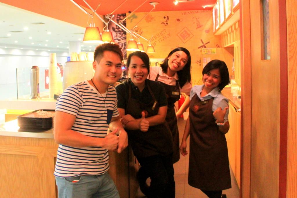 Nice friendly Filipinos correctly guessed I'm Singaporean at Ninoy Aquino International Airport!