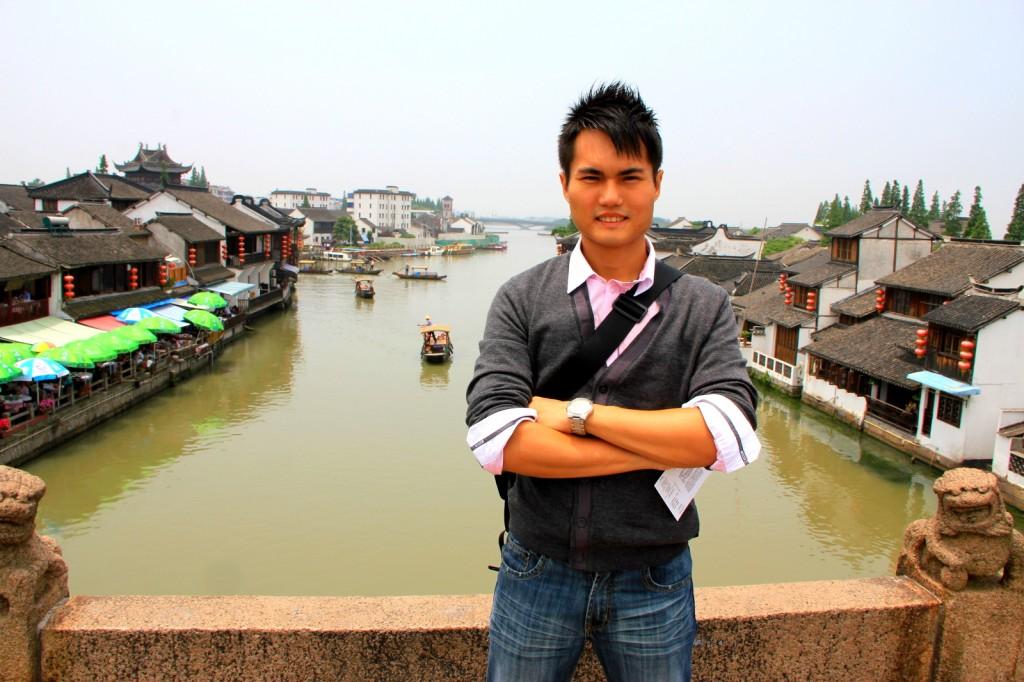 On top of the largest & longest bridge in Zhu Jia Jiao