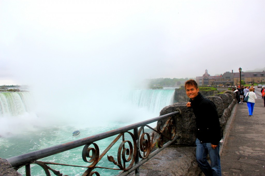Full view of the Horseshoe Falls