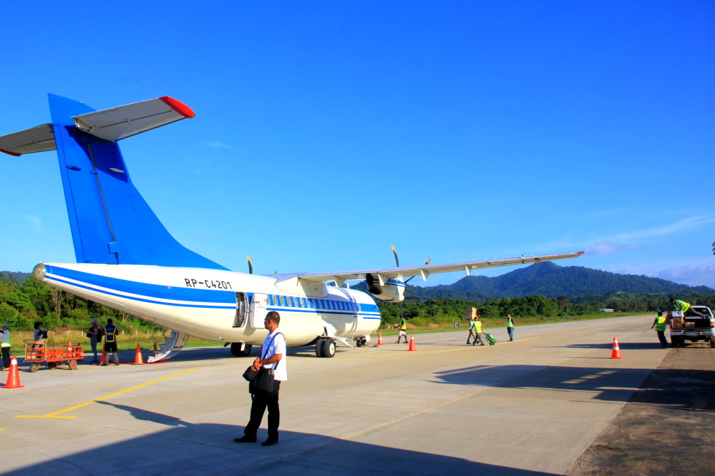 The only private runway and airline in El Nido