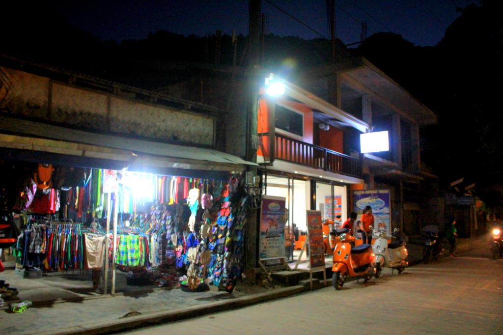 El Nido Shops