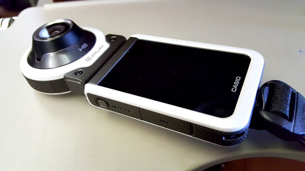 The first look of the Casio Exilim EX-FR100 (Photo from my hp)