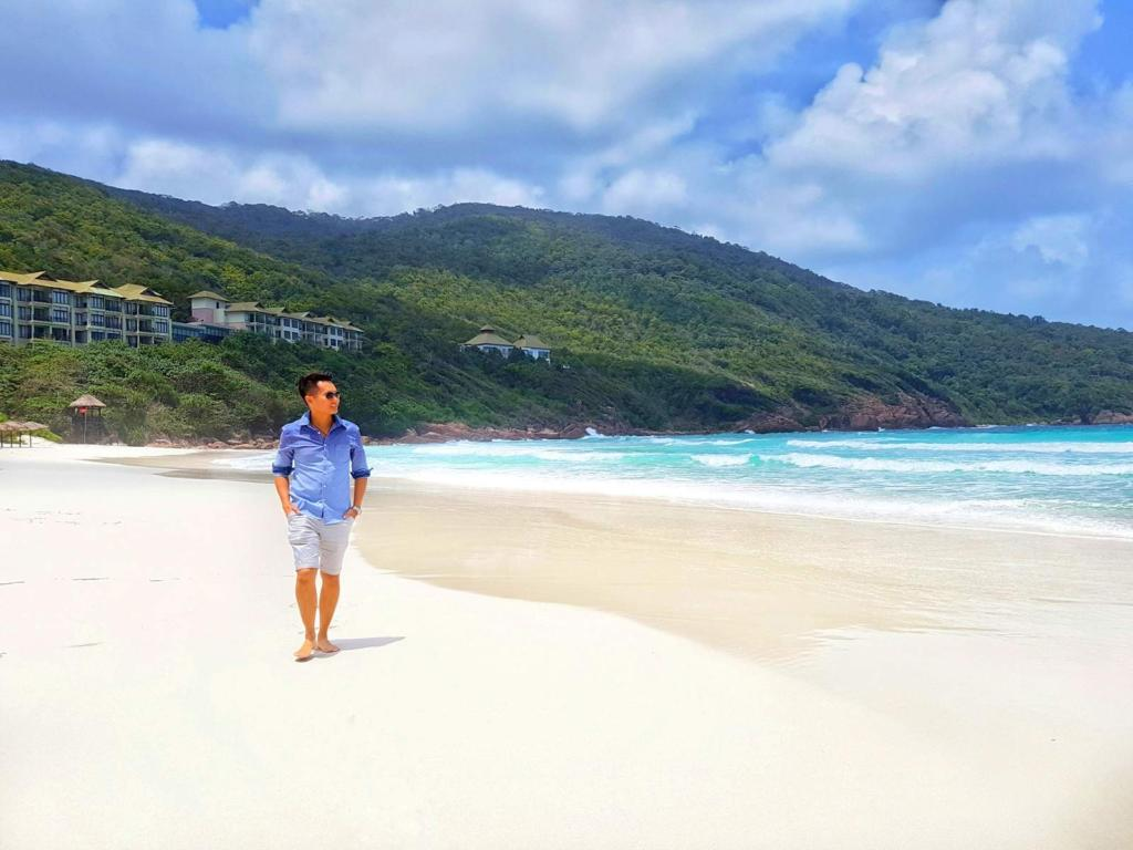 A beach walk is for stretching your legs and your mind, for looking at life with newfound eyes! 😉👍